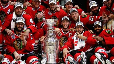 Blackhawks-team-photo-with-Stanley-Cup-2015