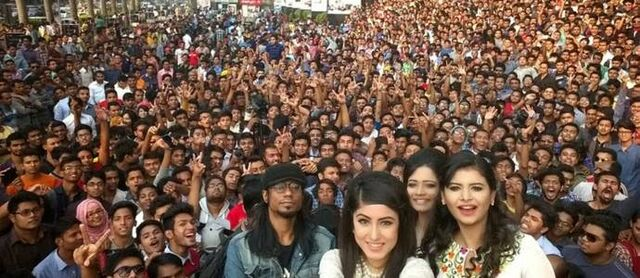Berkas:Microsoft-Bangladesh-Rekor-Selfie.jpeg