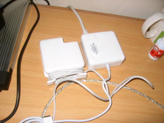 Berkas:Macbook unpacking5.jpg