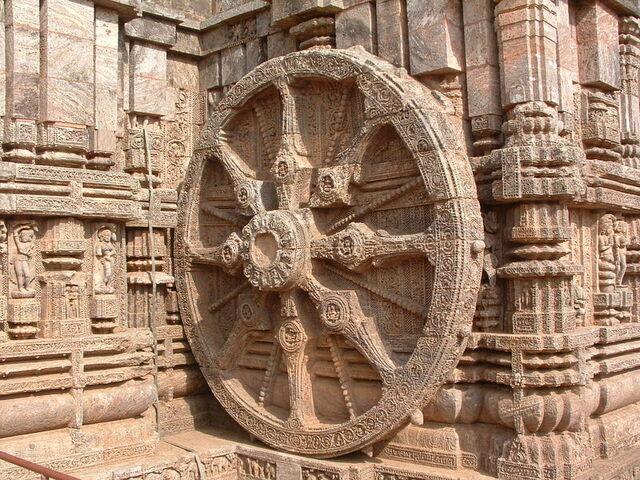 File:Wheel of Konark, Orissa, India.JPG