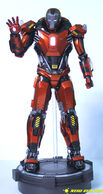 Hot-Toys-Sideshow-Iron-Man-Peacemaker-03