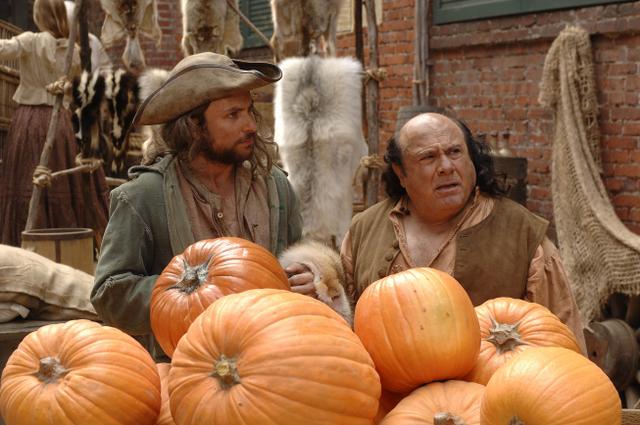 File:4x11 The Gang Cracks the Liberty Bell - pumpkins.jpg