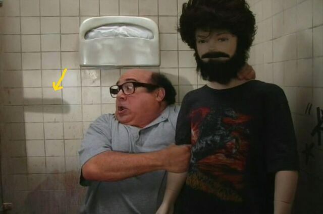 File:Dennis' dick in Glory Hole.jpg