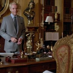 Zorin uncovers 007's identity.