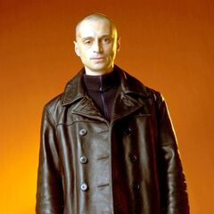 Promotional shot of Robert Carlyle as Renard in full costume and makeup.