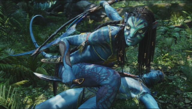 File:Neytiri protects Jake.jpg