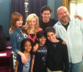 Debby-Ryan-Jessie-Cast-Picture