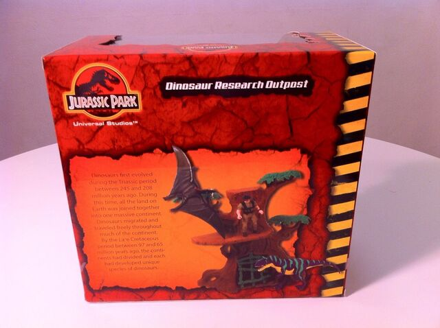 File:JP Dinosaur Research Outpost playset back.jpg