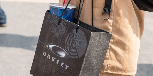 File:Oakley-gift-bag.jpg