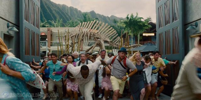 File:Jurassicworld-global-trailer-21.jpg