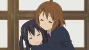 Ui hugging Azusa