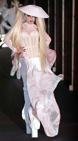File:Gaga mugler.jpg