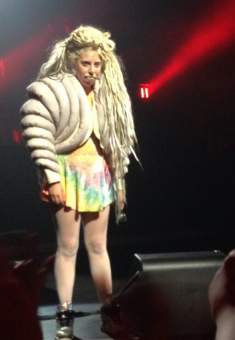 File:3-14-14 At ITunes Festival in Austin 001.png