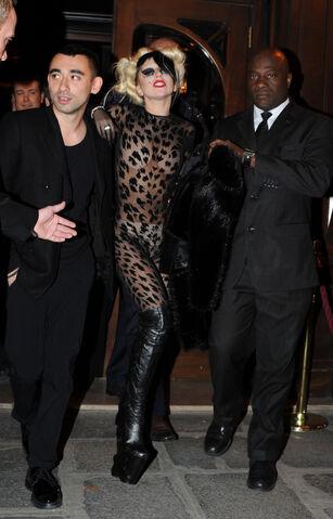 File:3-2-11 Leaving Maxim Restaurant in Paris 001.jpg