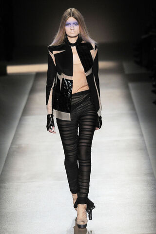 File:Valentino - Spring-Summer 2010 Haute Couture Collection.jpg