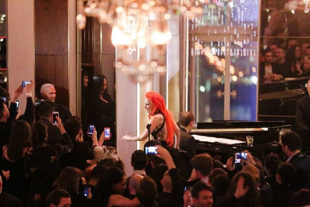 File:2-17-16 Performance at Rainbow Room in NYC 003.jpg