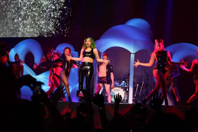 File:5-6-14 Sexxx Dreams - artRAVE The ARTPOP Ball Tour 001.jpg