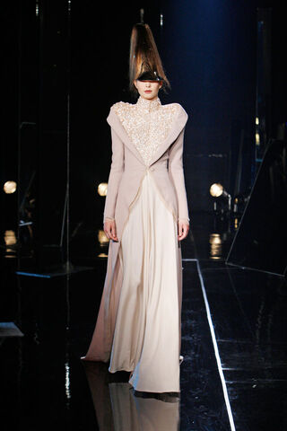 File:Jan Taminiau - Fall 2010 Haute Couture Collection 001.jpg