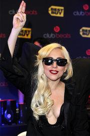 File:Lady-Gaga-bei-einer-Autogrammstunde-in-Los-Angeles 11295.jpg
