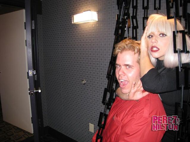 File:7-4-08 Perez Hilton's Party 002.jpg