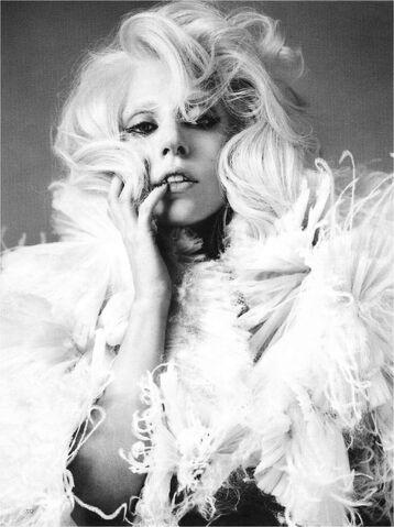 File:Vogue UK October 2009 004.jpg