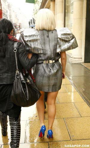 File:4-17-09 Shopping at D & G 003.jpg