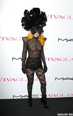 File:3-1-10 Mac Viva Glam Launch at Il Bottaccio in London - Black Carpet 001.jpg
