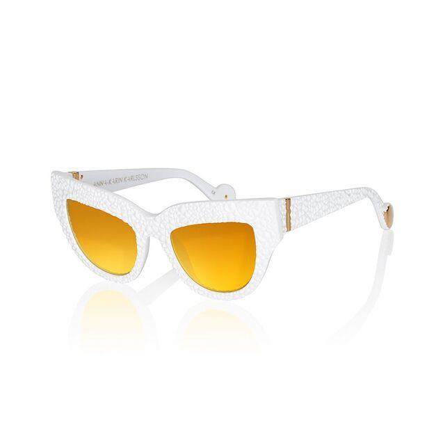 File:AKK - Lush Lily sunglasses.jpg