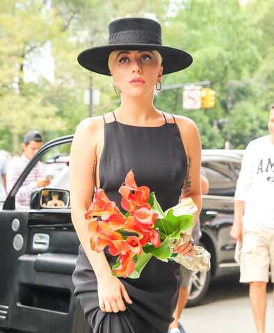 File:8-3-16 Arriving at Tony Bennett's apartment in NYC 002.jpg