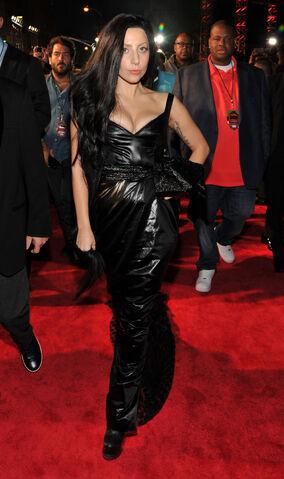 File:8-25-13 MTV VMA's Arrival 002.jpg