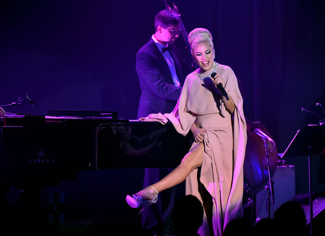 File:10-29-15 Performance at The amfAR Inspiration Gala in LA 001.jpg