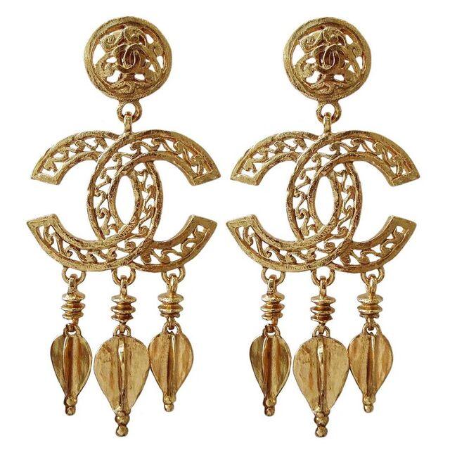 File:Chanel Vintage Gold Earrings.jpg