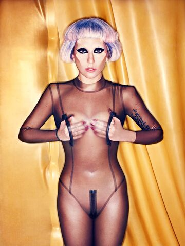 File:Born This Way USB - Mariano Vivanco 010.jpg