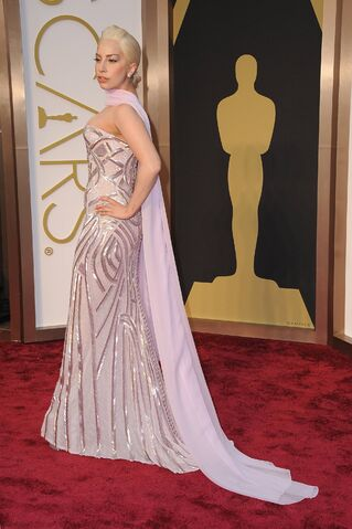File:3-2-14 At The Oscars - Red Carpet 002.jpg