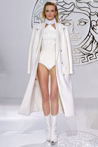 File:Versace - Fall 2013 RTW Collection 001.JPG