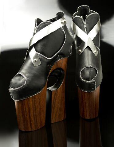 "File:Omar Perez Stilett""O""s - Werk boots.jpg"