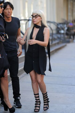 File:9-15-15 Leaving V Magazine Building in NYC 001.JPG