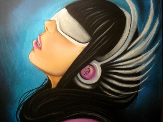 File:Gaga wing headphones by carlos0003.jpg