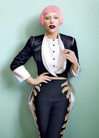 File:Vogue 2011 02.jpg