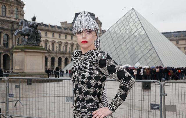 File:1-20-14 Arriving at Louvre Museum 002.jpg