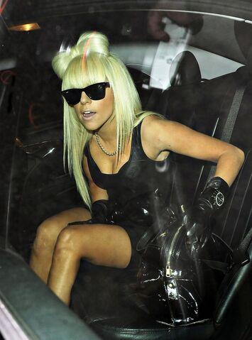 File:1-27-09 Leaving Roxy Nightclub 001.jpg
