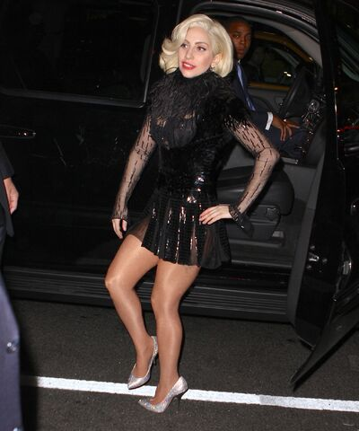 File:11-16-13 Arriving at her apartment 002.jpg