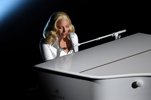 File:2-28-16 Performance at The Oscars in LA 001.jpg