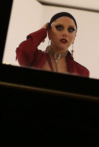 File:11-5-14 At Versace Boutique in Milan 002.jpg