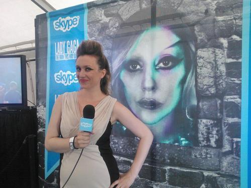 File:Skype Blue carpet Reporter.jpg