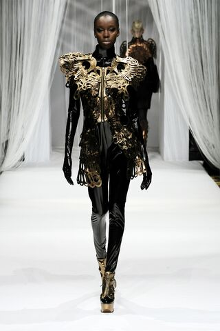 File:Lie Sang Bong - Fall 2009 RTW Metallic Zip-front dress.jpg