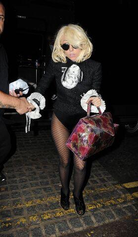 File:7-5-09 Arriving at Hotel in London.jpg