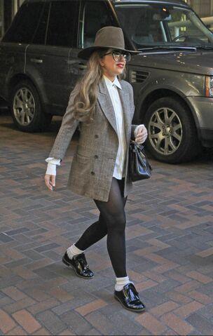 File:1-10-13 Leaving her hotel in Vancouver 002.jpg