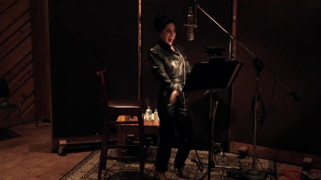 File:I Can't Give You Anything But Love - Studio video 007.jpg