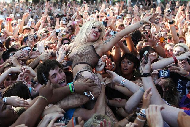 File:8-7-10 At Lollapalooza 002.jpg